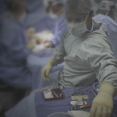 cirujano plástico sala operaciones